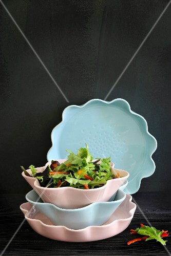Salad bowls and oven dishes by Ann-Carin Wiktorsson