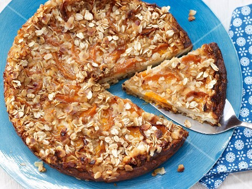 Apricot cheesecake with oats