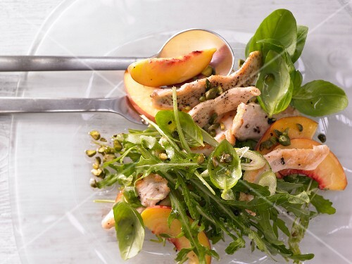Peach & rocket salad with pan-fried chicken breast strips