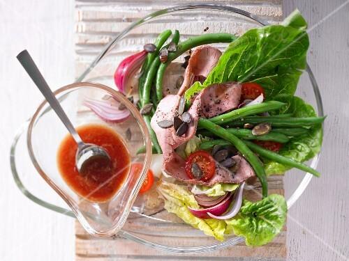 Roast beef and bean salad with pumpkin seeds