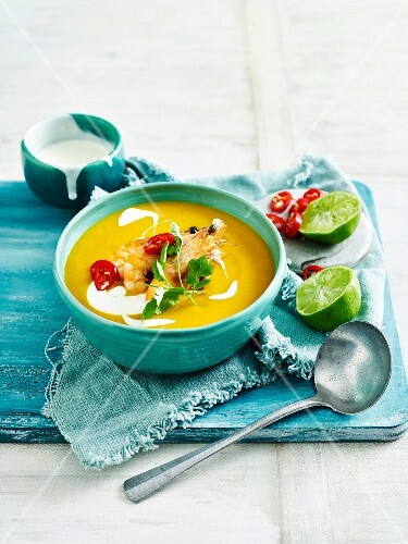 k rbis ingwer suppe mit garnelen thailand bild kaufen 11984158 stockfood. Black Bedroom Furniture Sets. Home Design Ideas