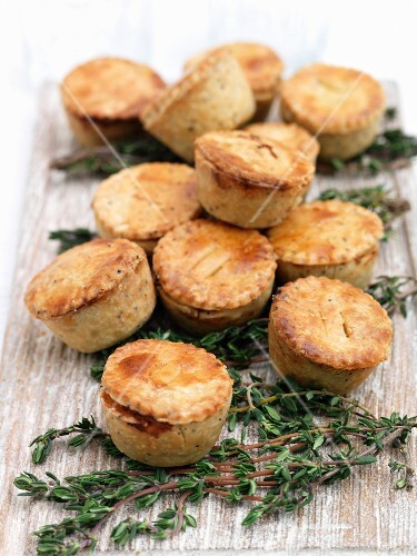 Chicken pies with thyme