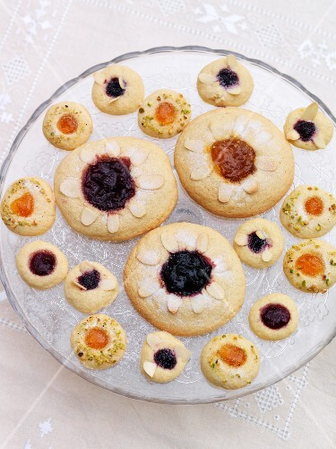 Jam biscuits with flaked almonds