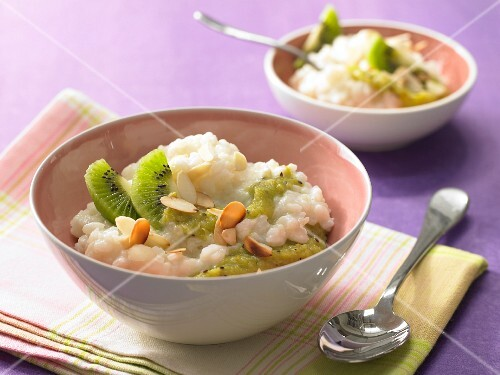 Creamed rice with kiwi sauce