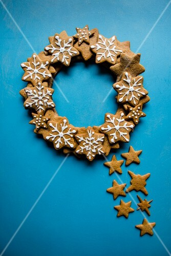 A wreath made of iced gingerbread stars on a blue background