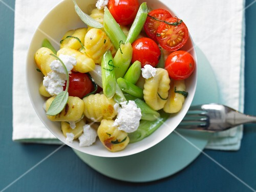 Gnocchi with cherry tomatoes, spring onions and rocket
