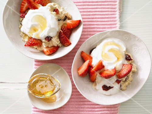 Strawberry muesli with millet and oats