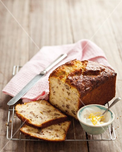 Banana loaf with pecan nuts and citrus cream