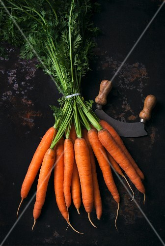 A bunch of fresh carrots