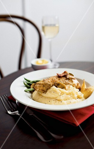 Chicken breast with mushrooms and potato purée