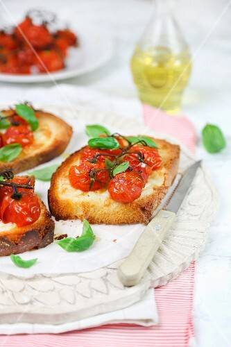 Bruschetta with rosted tomatoes