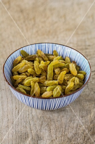 Green sultanas in a bowl