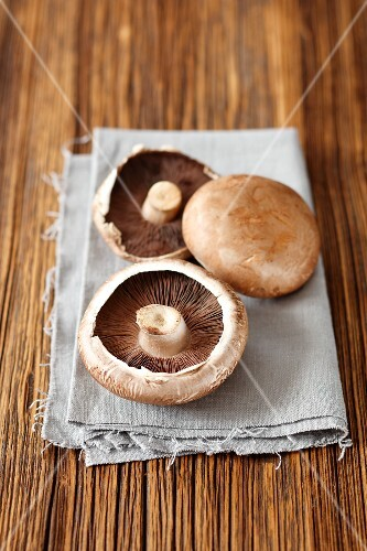 Fresh portobello mushrooms on a towel