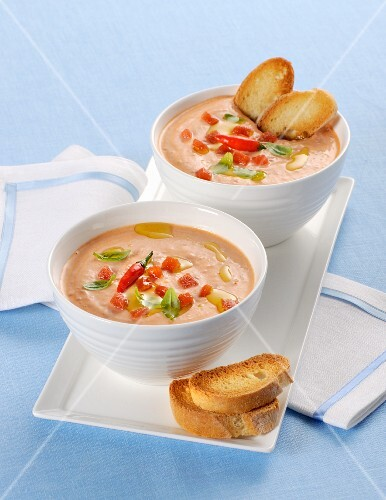 Creamy tomato soup with toasted bread