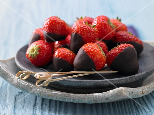 Chocolate-covered strawberries with cardamom