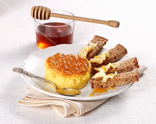 Sformatino al formaggio (an Italian cheese flan with bread and honey)