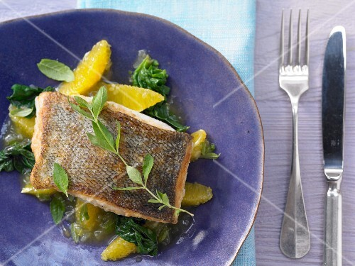 Fillet of cod with spinach and orange