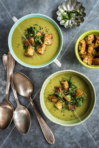 Vegan spinach, leek, courgette & coconut milk soup with spicy croutons