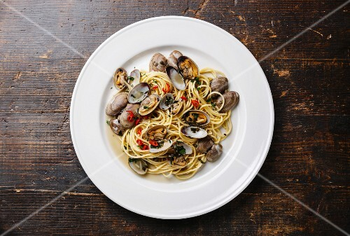 Spaghetti alle Vongole Seafood pasta with clams on white plate
