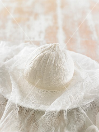 How to prepare vegan macadamia nut cheese: leaving the cheese mixture to dry in a muslin cloth