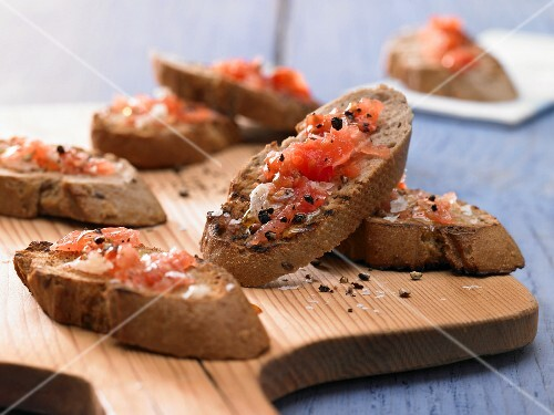 Slices of toasted bread with tomato and garlic