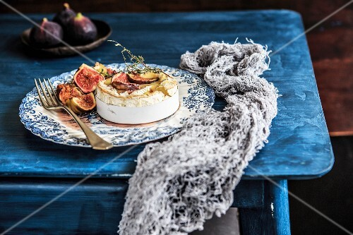 Baked Camembert with roasted figs