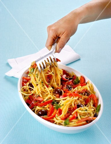 Linguine with tomatoes, olives, capers and red pepper