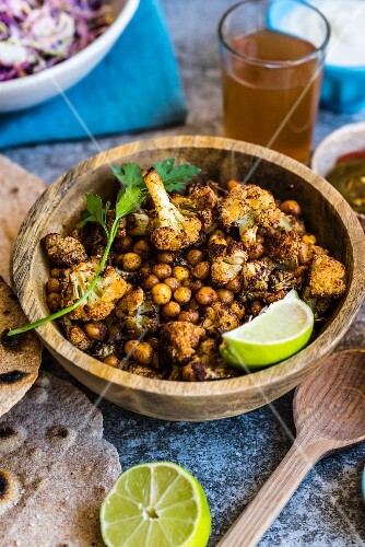 Pan-fried cauliflower with chickpeas and spelt flatbread