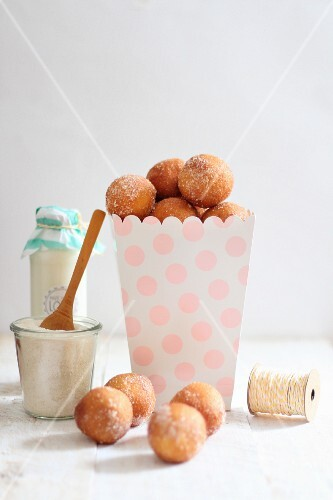 Quark doughballs with cinnamon sugar