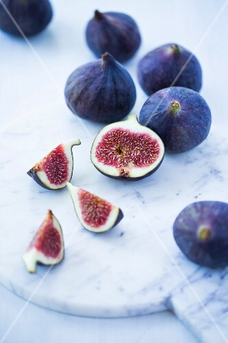 Fresh figs, whole, one half and one quarter