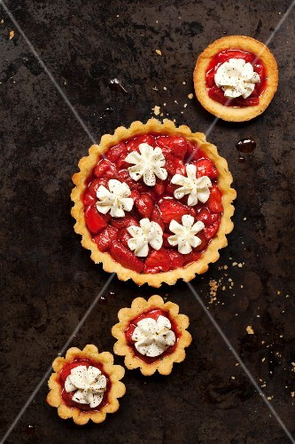 Strawberry tartlets with whipped cream