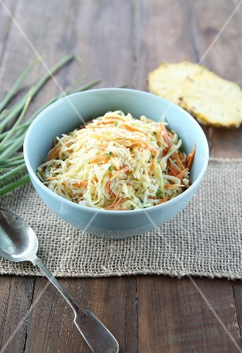 Coleslaw with spring onions and pineapple