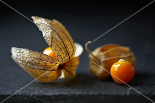 Physalis with and without husks