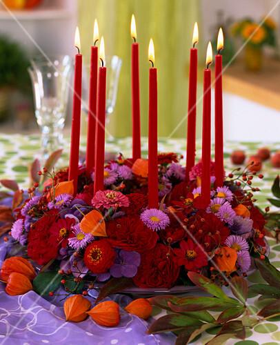 herbstkranz mit bl ten von astern zinnia zinnie rosen hydrangea hortensien bild kaufen. Black Bedroom Furniture Sets. Home Design Ideas