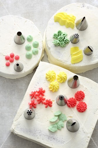 Various icing nozzles and icing swirls for decorating cakes