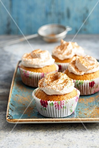 Small chai latte cakes with cream frosting