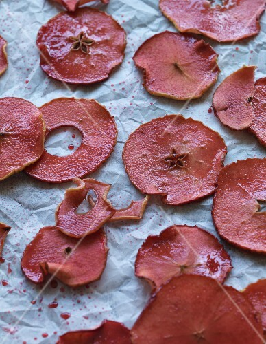 Dried cassis apple slices (vegan)