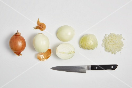 Chopping onions (step by step)