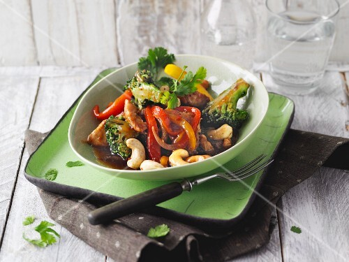 Asian-style wok vegetables with chicken breast and cashew nuts