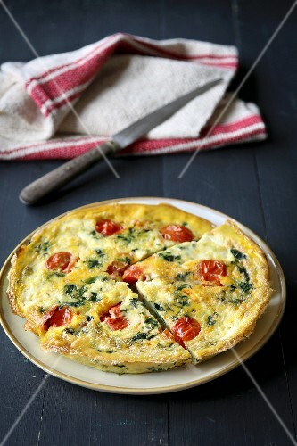 Frittata with spinach and cherry tomatoes