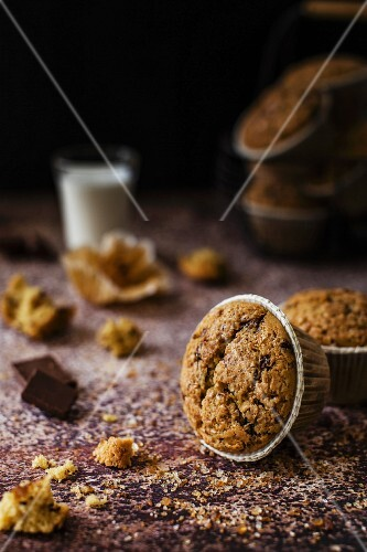 Soft and gluten-free mini cakes with oatmeal and rice flour