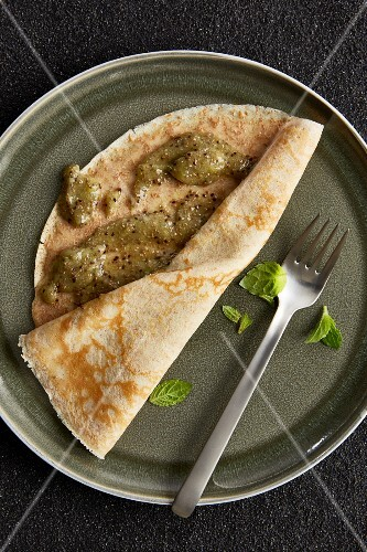 Wholemeal crêpe with kiwi and chia jam (diet)