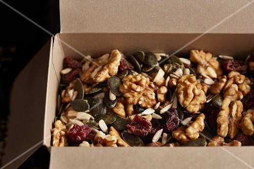Nut mix with cranberries