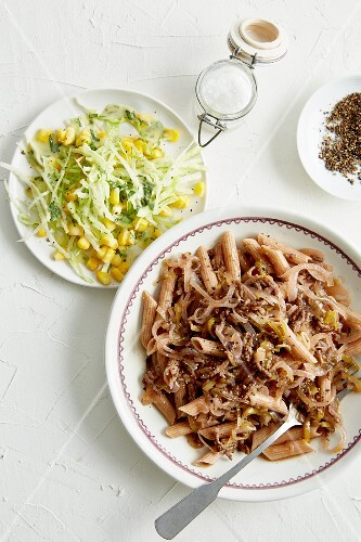 Wholemeal penne with leek, minced beef and onion ragout