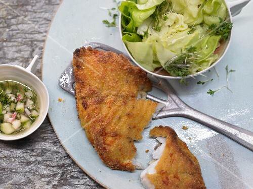 Baked fish with an apple vinaigrette and a green salad