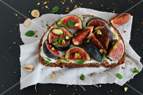 An open sandwich with figs and pistachios