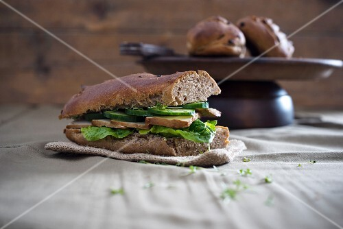 Vegan onion and walnut baguette, served with lettuce, smoked meat, cucumber salad and cress