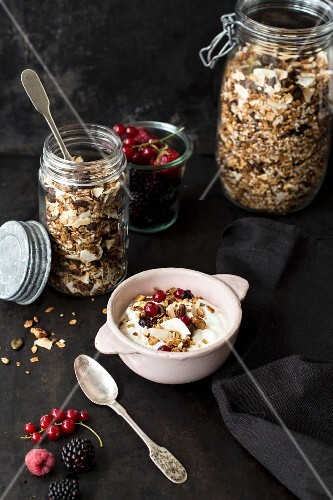 Granola with yoghurt and fresh berries
