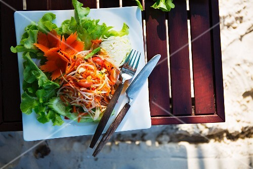 Green papaya salad (Thailand)