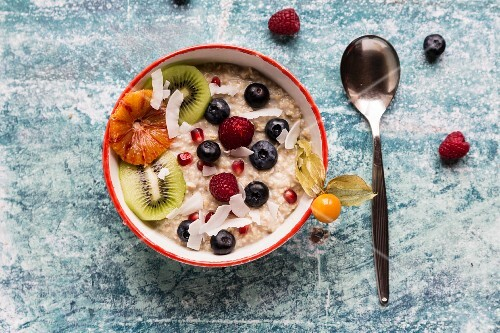 Porridge with amaranth and fruit